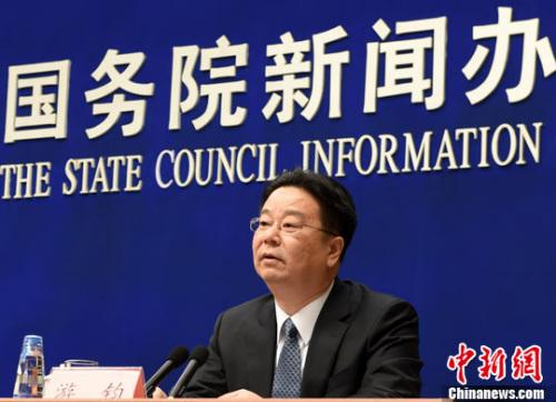 3月1日,国务院新闻办公室在北京举行就业和社会保障有关情况新闻发布会。人力资源和社会保障部副部长游钧回答记者提问。记者 张勤 摄