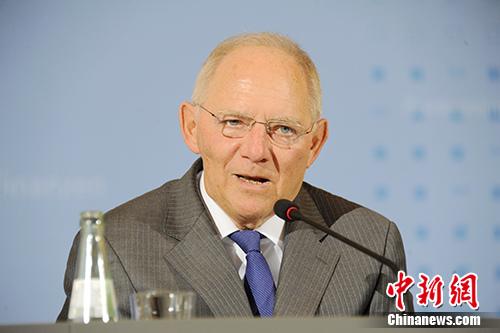 德国财政部长朔伊布勒向记者表示,德国愿延续与中国在G20框架下的良好合作。他同时表示,德国继续欢迎中国企业赴德国和欧洲投资。 记者 彭大伟 摄