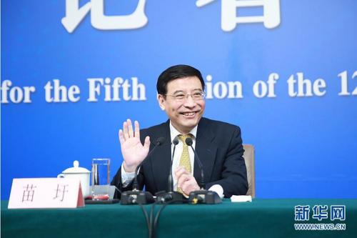 """苗圩:""""中国制造2025""""对内外资企业一视同仁"""