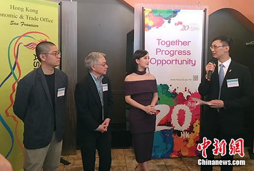 当地时间3月12日下午,香港驻旧金山经济贸易办事处处长蒋志豪(右)、《此情此刻》女主角陈静(右二)、《一个武生》导演卓翔(左一)亮相酒会。记者 刘丹 摄