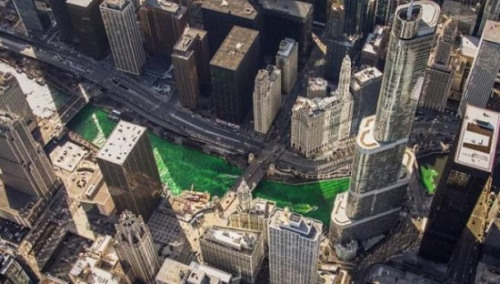 """美国芝加哥河""""碧波""""荡漾 庆祝圣帕特里克节(图)"""