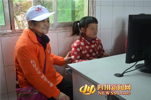 83岁孤寡老人当志愿者 省吃俭用捐2万给村校(图)