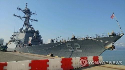 """3月17日上午,美国""""巴里""""号驱逐舰抵达木浦新港。(图片来源:韩联社)"""