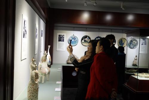 首届全国艺术院校女陶艺家作品展开幕