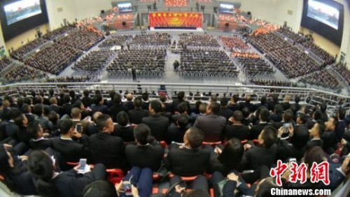 资料图:2月4日,浙江苍南召开干部大会,来自当地县、镇、村三级干部近5000人共聚一堂。李士明 摄