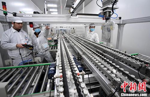 江西新余机器人全自动生产锂电池迈向工业4.0