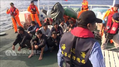 """据台湾""""中央社""""3月23日援引台湾海防部门的消息报道,台湾""""海巡署""""扣押了中国大陆渔船的船员。"""
