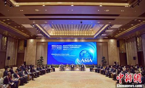 3月24日,中共中央政治局常委、国务院副总理张高丽在海南博鳌会见出席博鳌亚洲论坛2017年年会的中外企业家。 记者 毛建军 摄