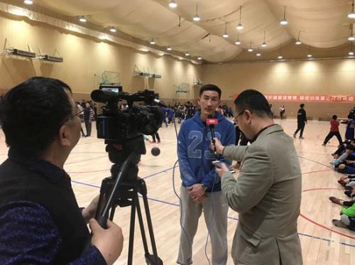 张云松接受媒体采访。主办方供图