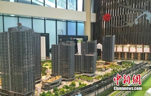 北京一商住楼盘售楼中心。 种卿 摄