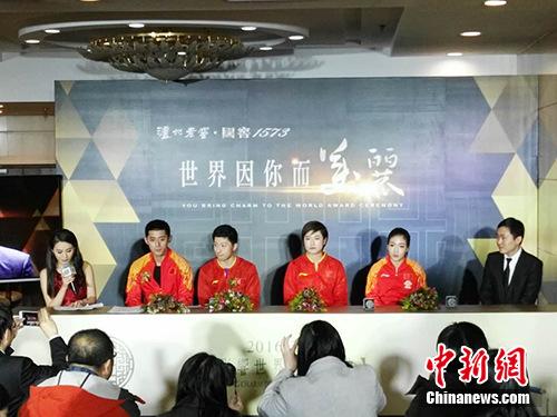 马龙、张继科、丁宁、刘诗雯当晚接受媒体采访。记者 宋宇晟 摄