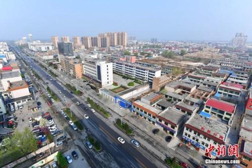 4月5日,从高空俯瞰河北容城。记者 翟羽佳 摄