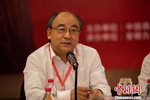 古井集团董事长梁金辉在会上发言
