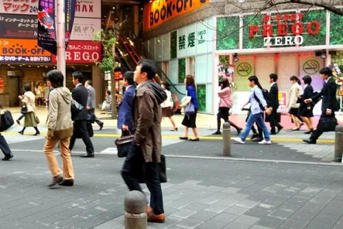 东京上班族,这里面有未来的企业接班人吗?(图 日本《东方新报》朱耀忠 摄)