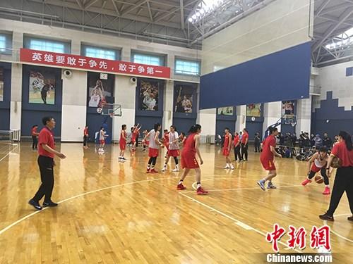 中国女篮训练中。汤琪 摄