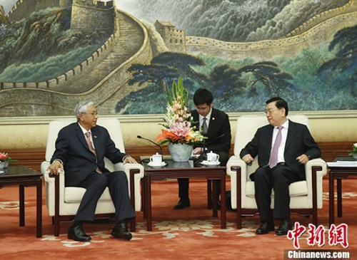 4月10日,中国全国人大常委会委员长张德江在北京人民大会堂会见缅甸总统吴廷觉。 记者 杜洋 摄