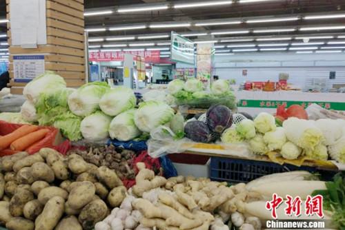 超市里的蔬菜。记者 李金磊 摄