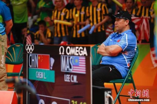图为2016年里约奥运会上,李永波场边观赛。 记者 杜洋 摄