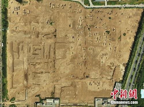 胡各庄村墓葬群航拍全景。主办方供图