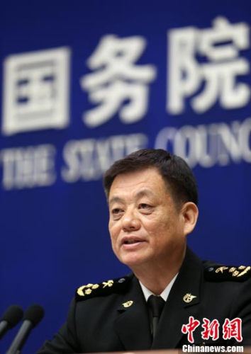 4月13日,中国国务院新闻办举行2017年第一季度进出口情况发布会。中国海关总署新闻发言人黄颂平在会上回答记者提问。中新社记者 杨可佳 摄