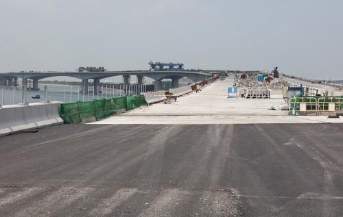 港珠澳大桥香港接线预计将于本月内全线贯通。图片来源:香港《大公报》