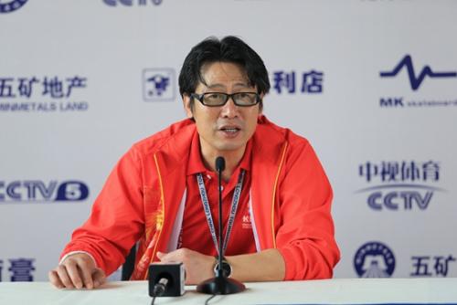 中国龙舟协会秘书长余汉桥在记者会上。主办方供图
