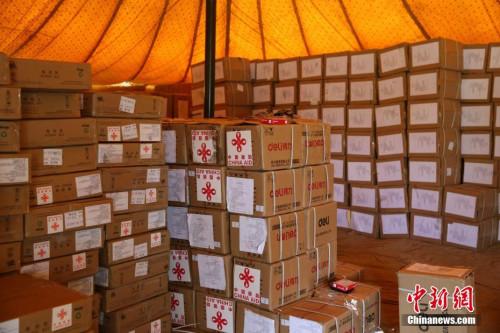 中国向尼泊尔移交援尼地方选举物资