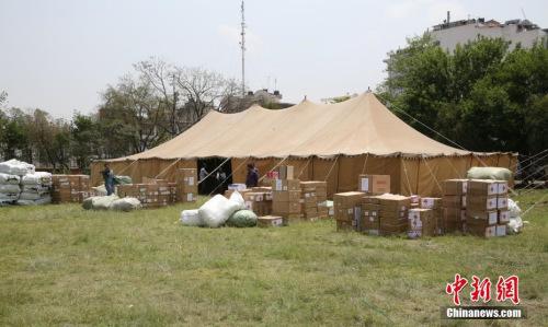 图为援尼地方选举物资。记者 张晨翼 摄