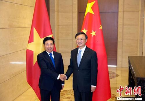 4月17日,中国——越南双边合作指导委员会第十次会议在北京举行,中国国务委员杨洁篪和越南副总理兼外长范平明共同主持。中新社记者 刘关关 摄