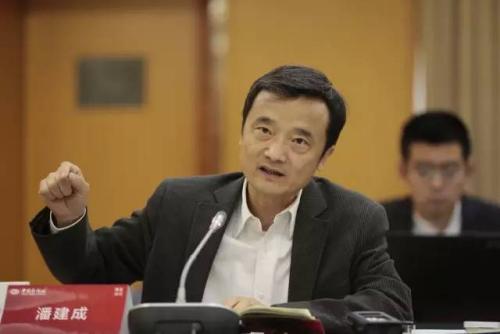 中国国家统计局中国经济景气监测中心副主任潘建成    李慧思 摄