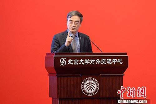 """4月22日,国务院港澳事务办公室副主任冯巍在北京表示,香港回归祖国20年来,""""一国两制""""的实践是成功的,但未来不可能一帆风顺。""""一国两制""""的成功实践,是面对问题、迎接挑战、解决问题的过程。冯巍当天出席北京大学举办的""""纪念香港回归祖国二十周年研讨会"""",在开幕式上"""