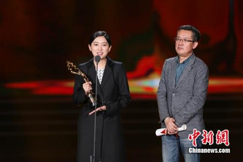 《不成问题的问题》编剧梅峰(右)、黄石