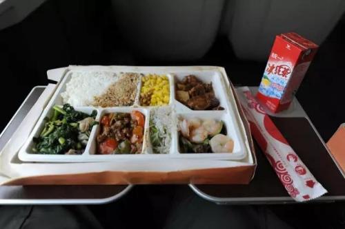 资料图:高铁盒饭。 发 张浩 摄