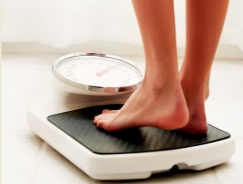 资料图:称体重