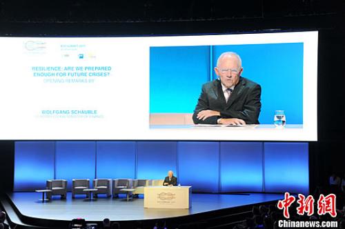 德国财政部长朔伊布勒在开幕致辞中强调反对保护主义、捍卫自由贸易的立场。中新社记者 彭大伟 摄