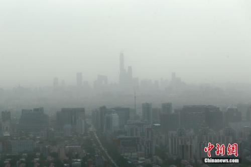 5月5日,北京遭遇大风扬沙天气。中新社记者 盛佳鹏 摄
