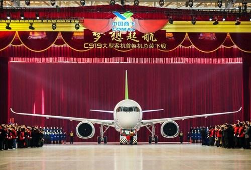"""2015年11月2日,国产大飞机C919首架机总装下线,""""胖九""""是不是萌萌哒!"""