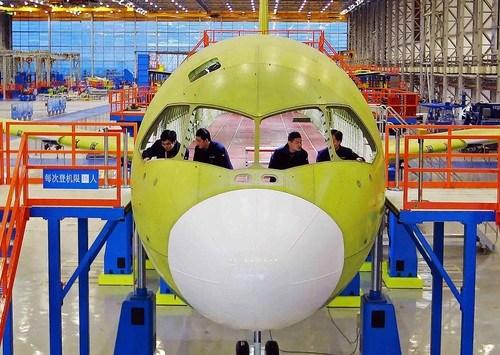 C919机头部前脸设计令飞行员视野更开阔。