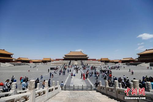 资料图:游客在故宫博物院参观。中新社记者 杜洋 摄