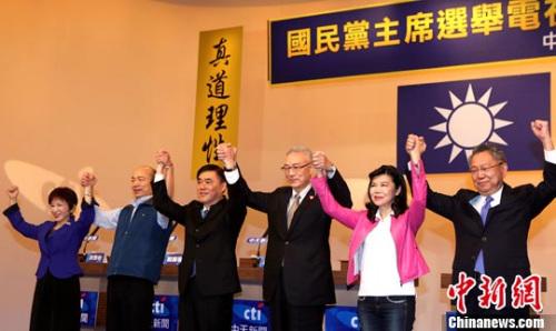 6位候选人(左起依序为)洪秀柱、韩国瑜、郝龙斌、吴敦义、潘维刚、詹启贤均出席。记者 刘舒凌 摄