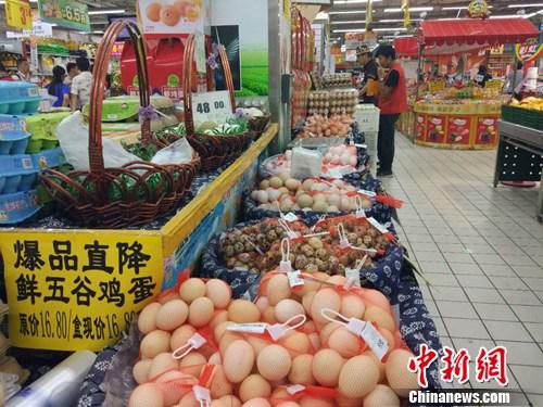 超市里正在售卖的鸡蛋。<a target='_blank' href='http://www.chinanews.com/' >中新网</a>记者 李金磊 摄