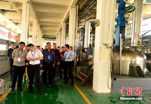 与会嘉宾参观合肥科天工厂生产线