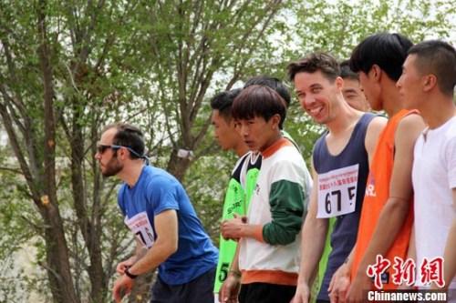 """特写:西藏大学运动会上的""""洋学生"""""""