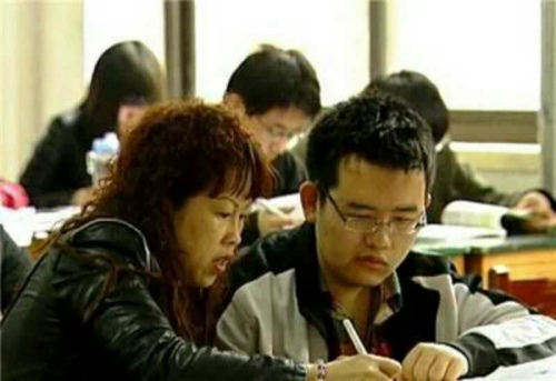 """图为""""同桌妈妈""""陶艳波和杨乃斌。受访者供图"""