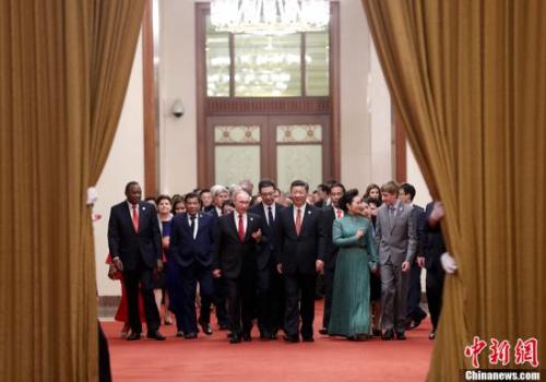 """5月14日晚,中国国家主席习近平在北京人民大会堂举行""""一带一路""""国际合作高峰论坛欢迎宴会并致辞。中新社记者 杜洋 摄"""