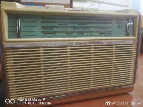 图为网友@恰到好处兔小主拍摄的老古董收音机