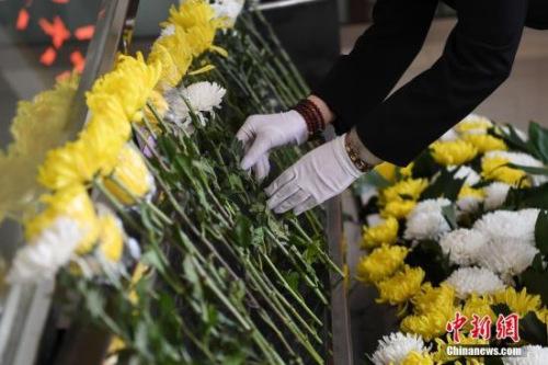 尧雯雯从业7年的时间里,缅怀送别超过5000名逝者的最后一刻。 武俊杰 摄