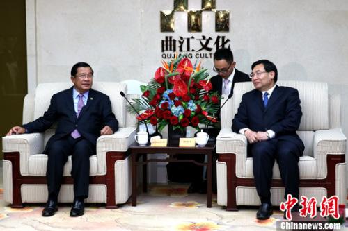 5月17日,陕西省省长胡和平会见柬埔寨王国首相洪森。中新社记者 张远 摄