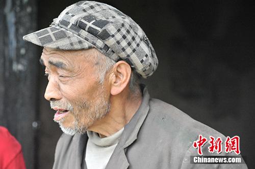 板厂村村民徐仁忠。/p中新网记者 宋宇晟 摄