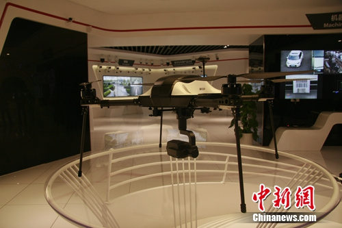 某科技公司研发的无人机视频监控设备。 中新网 秦辰 摄